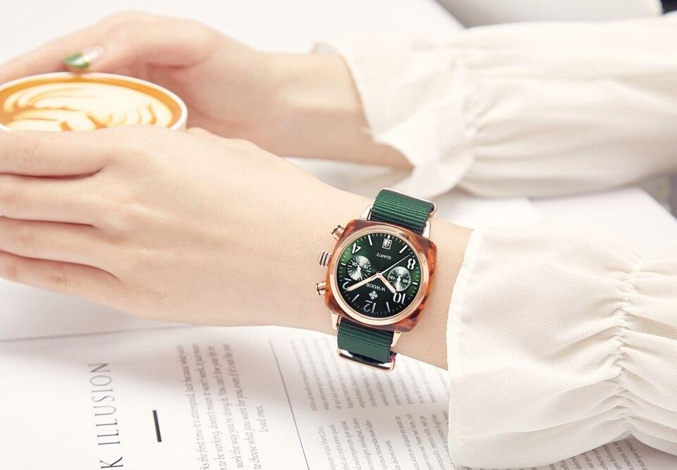 do relógio de quartzo das mulheres bonitas