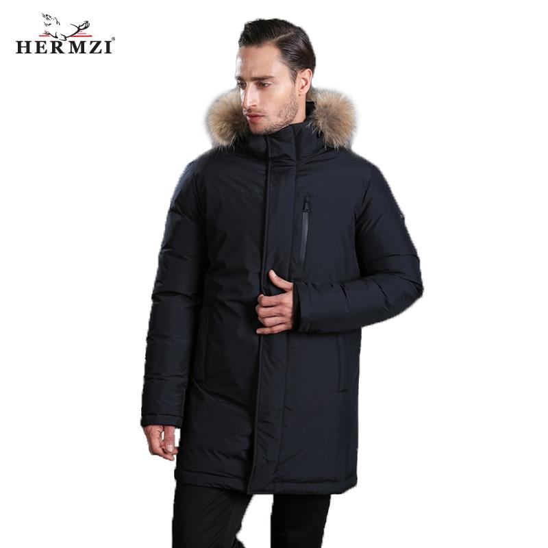 HERMZI 2018 nuevos hombres abajo abrigo moda invierno Chaqueta larga Parka espesar 80% de pato abajo mapache cuello de piel- 30C envío libre