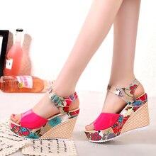 ef1348e2f0 2018 Mulheres Sandálias de Verão Cunhas Plataforma Sapatos Casuais Mulher  Floral Super sapatos de Salto Alto Do Dedo Do Pé Abert.
