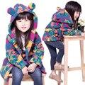 2016 Otoño Invierno Moda Cálida Capa de la Chaqueta de los Bebés Niñas Invierno Gruesa Colorida Ropa de Abrigo Cabritos de la Chaqueta Larga Escudo estilo