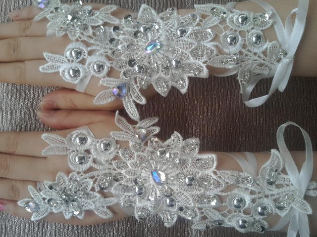 Luvas Sem Dedos Casamento Branco Vermelho Com Contas de Cristal de luxo Luva Nupcial Do Laço branco marfim mulheres sem dedos luvas de noiva curtos