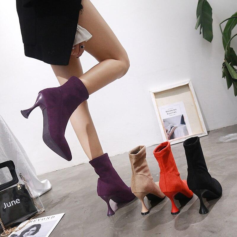 поставил свою раб жена сапоги каблуках для