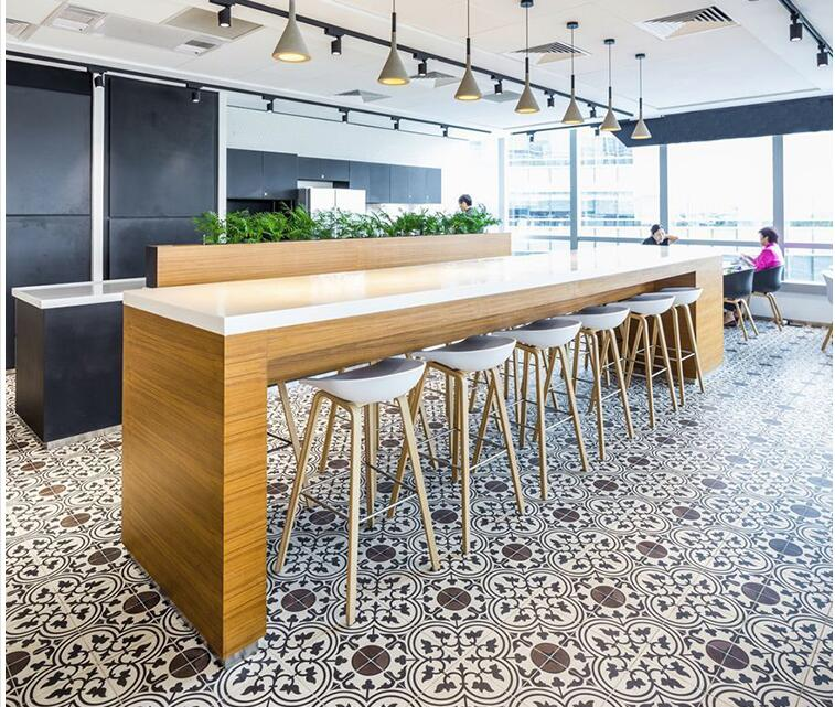 Sedia creativo. casa in legno massello bar. sedia di legno del piede. Bar sediaSedia creativo. casa in legno massello bar. sedia di legno del piede. Bar sedia