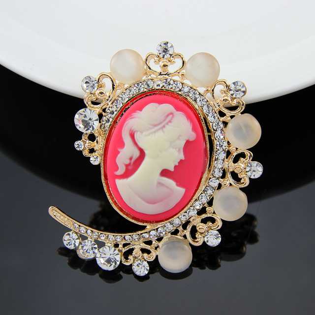 Women Vintage Cameo Brooch Rhinestone Opal Brooch Pins CC Pretty Beauty  Queen Luxurious Palace Jewelry Accessories ad155aa56281