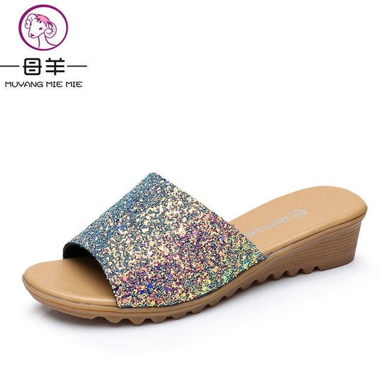 Muyang MIE/Летняя женская обувь пляжные Блёстки Классные шлепанцы женские летние босоножки на танкетке новые модные женские туфли без задника