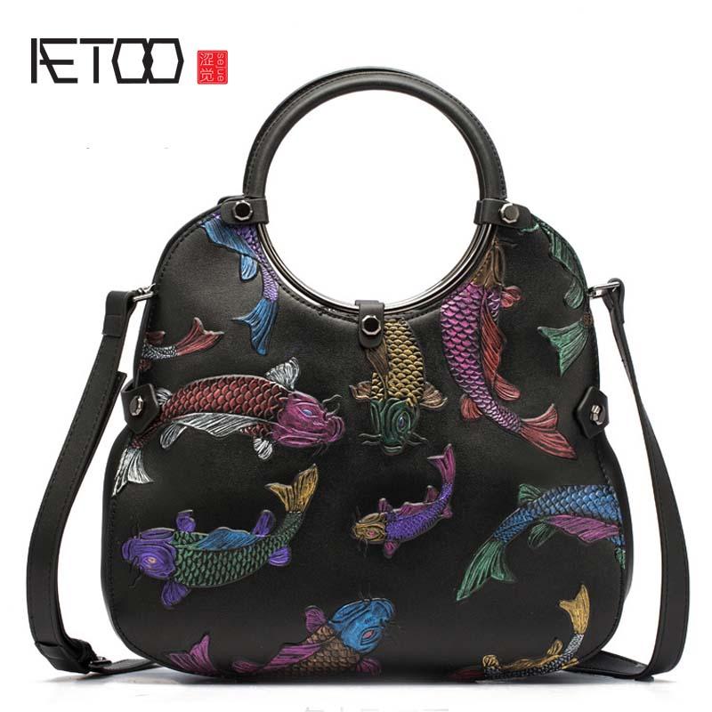 Aetoo 여성 가방 복고풍 가죽 핸드백 새로운 소 가죽 국가 바람 수제 양각 붉은 물고기 어깨는 양동이 가방을 slung-에서탑 핸드백부터 수화물 & 가방 의  그룹 1
