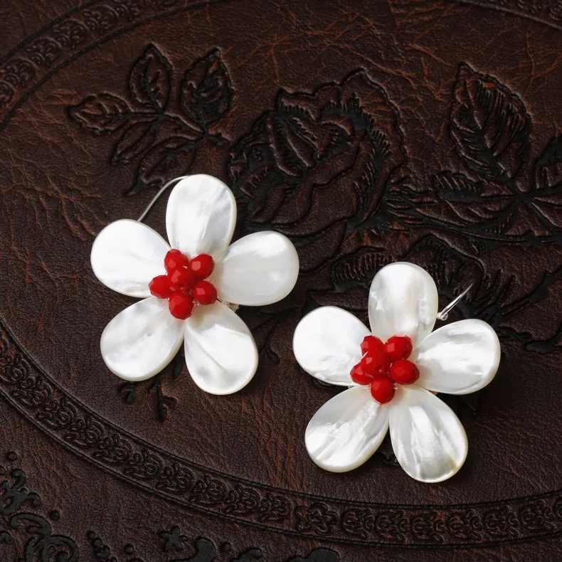 Bianco Sea Shell Orecchini Del Fiore Handmade Ciondola Per Le Donne