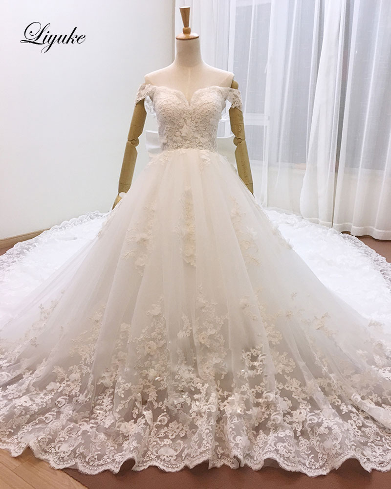 Royal Wedding Ball Gown: Luxurious Royal Train Sweetheart Ball Gown Wedding Dress