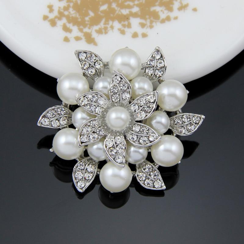 Mujeres al por mayor Niñas encanto blanco imitación perla y cristal  rhinestone moda de alta calidad boda Broches 37f9520ac60