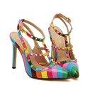Nuevo Estilo Del Verano de Las Mujeres de San Valentín Zapatos Remaches Señaló Zapatos de Tacón Alto Sexy Ladies Marca Grande de Cuero Bombas Tallas grandes