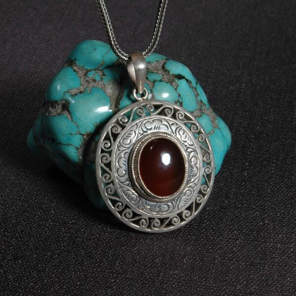 Artisanal 925 argent népalais bonne chance symbole pendentif collier tibétain rouge pierre pendentif collier bohême bijoux