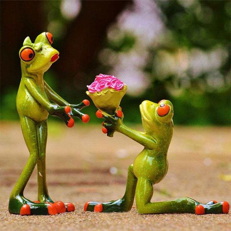 Resin Frog Couple Cartoon Action Figure Green Figurine Marry Frogs Funny Gadgets Kawaii Crafts Wedding Decoration