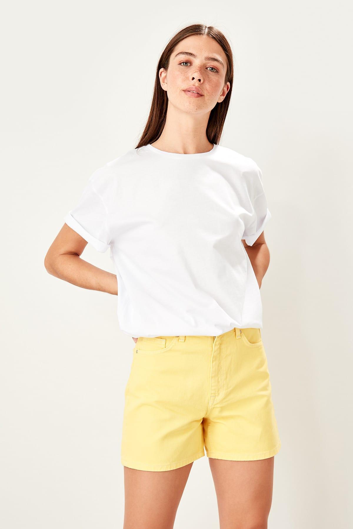 Trendyol Yellow Denim Shorts TWOSS19NI0066