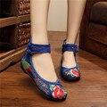 Novo 6 Cores Sapatos Chineses Tradicionais das Mulheres Lona Sapatos Casuais Calcanhar Plana Com Flor Bordado Macio E Confortável