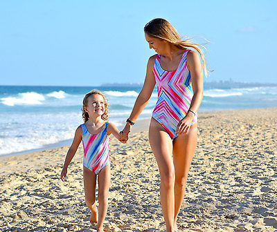 цены Family swimwear father mother kids bikini set female swimsuit couple swimming suit summer beachwear on-piece bodysuit swimwear