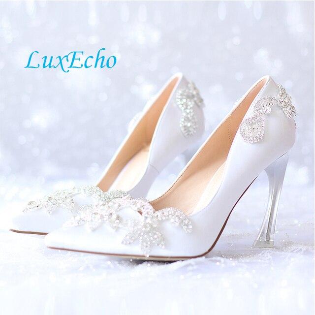 mariée avec la robe de mariée de luxe et des chaussures à talon,red 7 cm