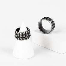 Simple Fashion Vintage Silver-color Rivet Ring Men Personality Stainless Steel Rings For Women Hip Hop Punk Couple Rings Jewelry dmlsky king of rock rings jewelry black silver punk ring for women and mens stainless steel ring couple rings m2816