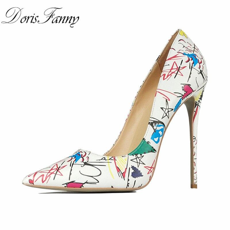 818ae1337c DorisFanny 2018 chegada Nova Mulher Sexy Primavera Salto Alto Mulheres  Bombas de Festa de Casamento Mulheres Sapatos Stiletto Branco Graffiti  Colorido em ...