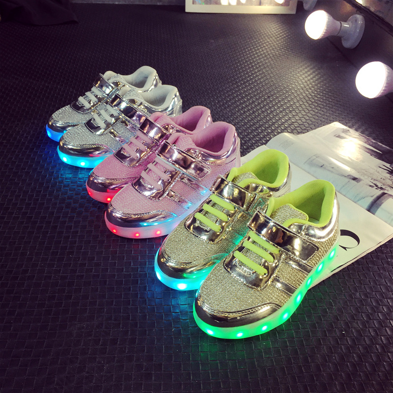 134f515e5273a Taille 25 34  USB De Charge Enfants Light Up Chaussures Rougeoyant Lumineux  Sneakers Tenis Led Simulation Rose Or ruban Chaussures dans Chaussures de  sport ...