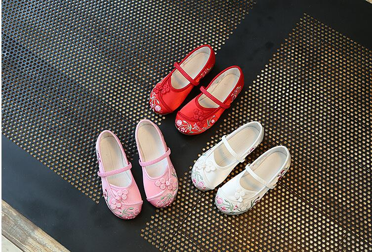Chinese style childrens canvas shoes kids girls embroidery shoes 27010Chinese style childrens canvas shoes kids girls embroidery shoes 27010