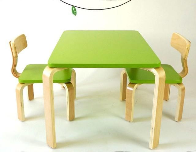Bambini set di mobili di un scrivania due set di sedie in legno