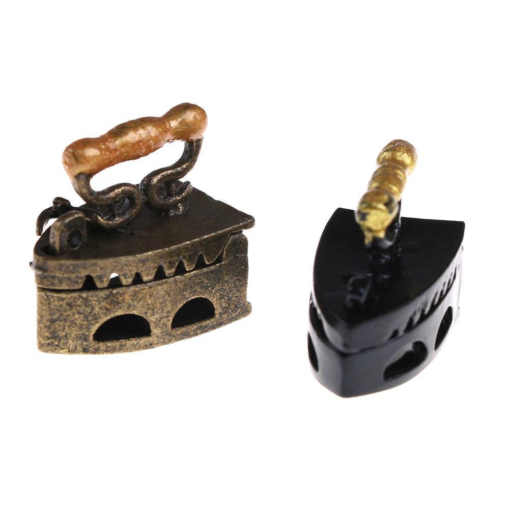 MINI una herramienta de ropa de hierro, casa de muñecas, adorno en miniatura de Metal, muebles de 2 colores, juguetes de regalo