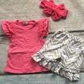 Новорожденных девочек летом наряды детей бутик одежды девушки ярко-розовый топ с серая стрелка рюшами шорты наряды с оголовьем