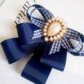 Nova moda Frete Grátis mulher Coreano dos homens casual masculino Azul colarinho Faculdade Campus Da Escola Xadrez gravata borboleta broche de ouro beleza cabeça