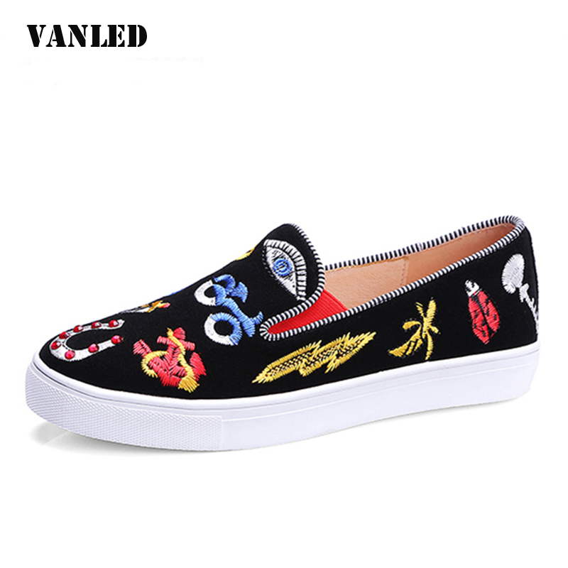 VANLED Embroider Loafers 2017 New Spring Black Round Toe Women Flats Slip-On Casual Fashion Women's Shoes Large Size 34-41 plus size 34 41 black khaki lace bow flats shoes for womens ds219 fashion round toe bowtie sweet spring summer fall flats shoes