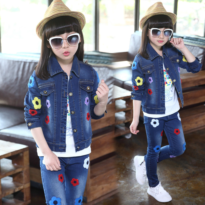 Child clothing spring new jeans jacket + pants fashion flower embroidery suit flower embroidery jeans female light blue casual pants capris pockets straight jeans women bottom 2598