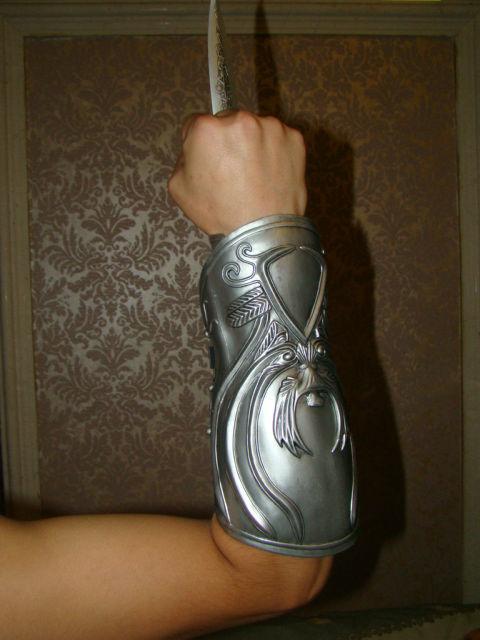 ASSASSIN'S Creed Action Figure Ezio Auditore Da Firenze COS Sleeve Sword PVC 1:1 free shipping