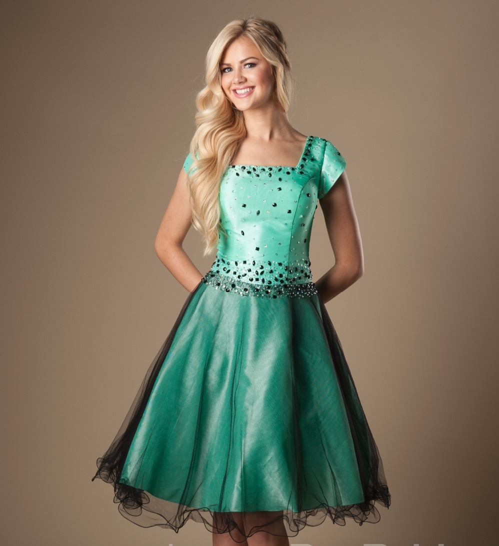 Aqua perlée Vintage courte modeste robes de bal avec des manches à lacets carrés a-ligne longueur au genou robes de bal cristaux