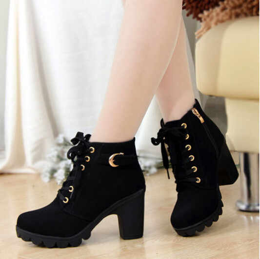 Новые осенние ботильоны; женская обувь на платформе и высоком каблуке; обувь на шнуровке с пряжкой и ремешком; полусапожки на толстом каблуке; женская обувь на молнии