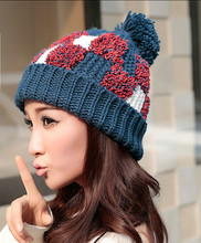 Милые женские Толстый Кабель Вязать Шапочки Ручной Работы Сращивания Шляпа с Мягкой Pom Pom