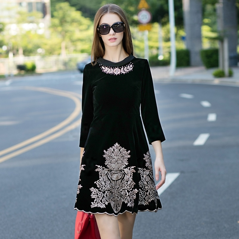 2015 Women Autumn Runway Fashion Dress Elegant Beading Collar Gold Line Embroidery Design Velvet