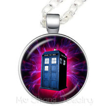 2018 New Doctor Who TARDIS Necklace For Good Friends Gift Sweater Chain Souvenirs Gift Time And Relative Dimension(s) In Space(China)