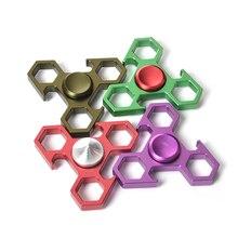 4สีมือปั่นEDC Tri-s pinnerอยู่ไม่สุขนิ้วโลหะGyroสำหรับออทิสติกและสมาธิสั้นความวิตกกังวลความเครียดผู้ใหญ่เด็กของเล่นมือเหยื่อ