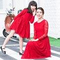 2016 moda de encaje vestidos madre hija ropa Family Look niña y la madre niños vestidos novia de la familia roja ropa a juego