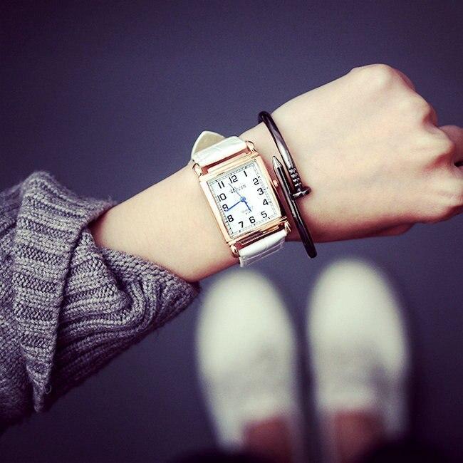 Новые простые кожа кварцевые часы Lady Часы Для женщин Роскошные Стильный антикварный площадь платье Смотреть Relogio Feminino Montre Femme