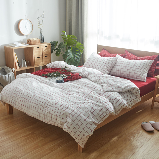 New Arrival 100% Cotton 4pcs White Checks Duvet Cover And Pillowcase  Matched With Bright Red
