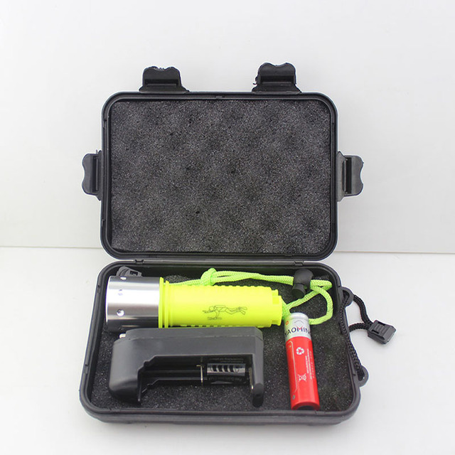 New-608 LED Diving Underwater Torch Waterproof CREE XML T6 2000 lumen Flashlight dlive light gift box + 1 pcs 18650 + Charger