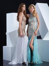 Heißer Verkauf Schöne Federn Aktivität Kleid Split Seite Weg Von Der Schulter Satin Abendkleid Sleeveless High Neck Perlen Kleid