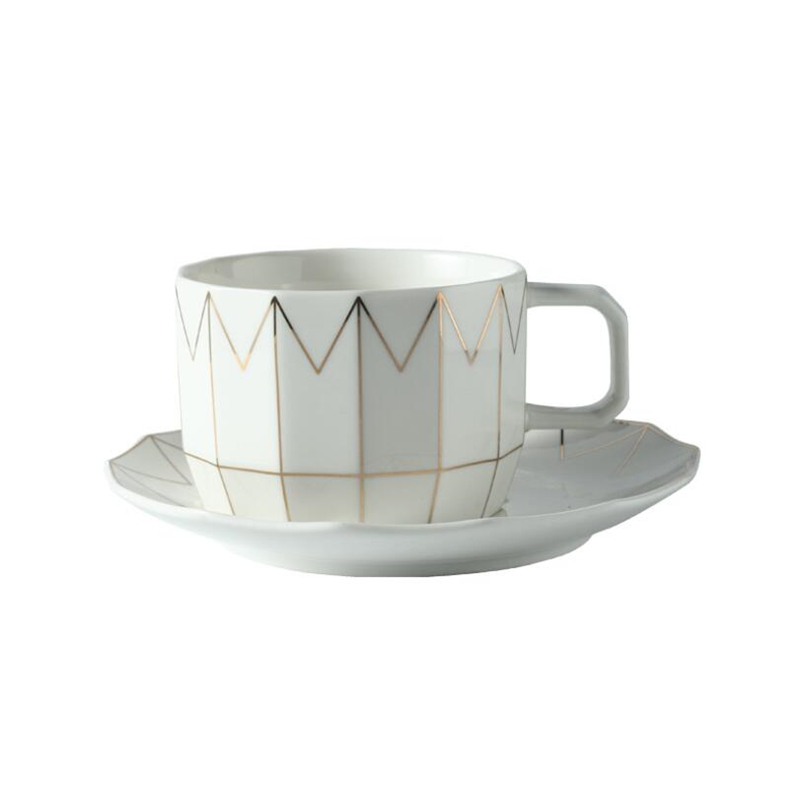 Creative European coffee cup set British family red tea cup afternoon tea set simple cup and saucer set dd026 in Cups Saucers from Home Garden