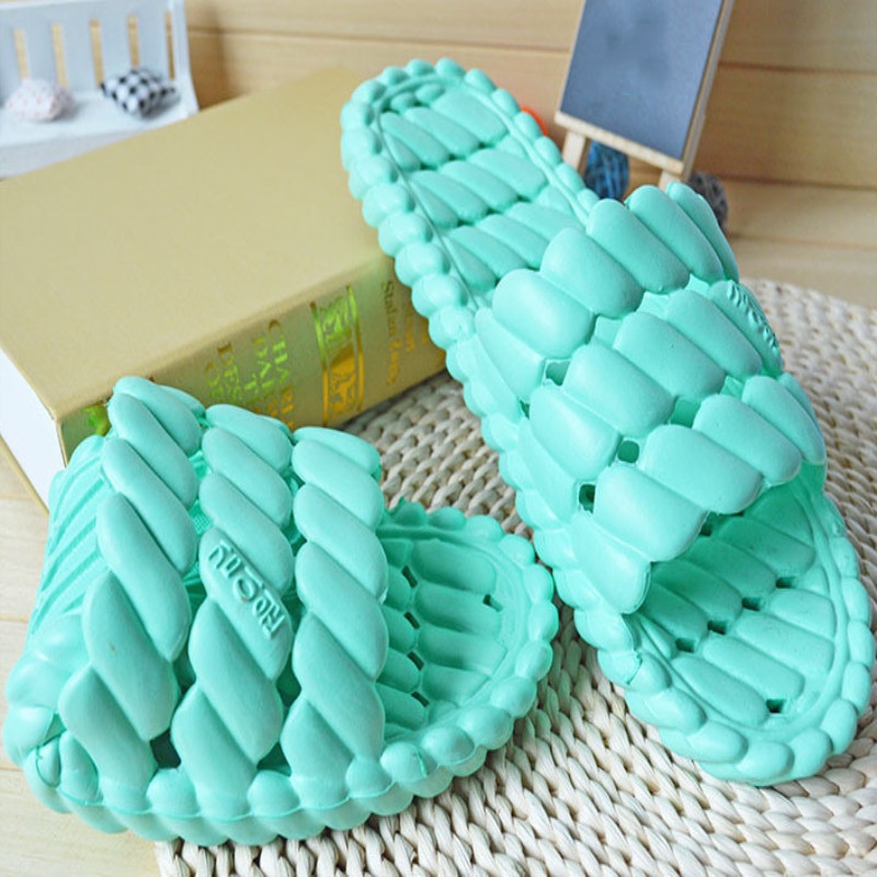 New summer home slippers Womens bathhouse leaking water drag couple hollow bathroom slippers wholesale home slippersNew summer home slippers Womens bathhouse leaking water drag couple hollow bathroom slippers wholesale home slippers