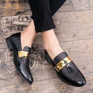 Image 3 - م القلق u Hot البيع الرجال شقة أسود ذهبي رسمي المرقعة حذاء بولي Leather جلد حذاء رجالي غير رسمي للرجل فستان أحذية 2020 جديد