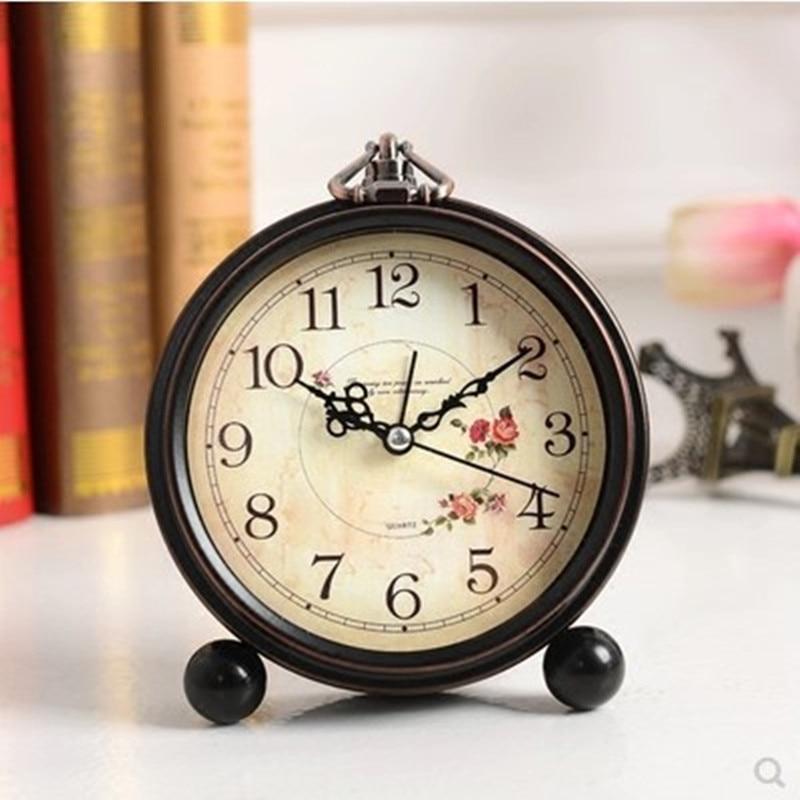 Silent personality bedside Table clock desktop Vintage Small clock Continental Simple bedroom Student alarm clock