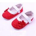 Nueva Llegada de La Flor Zapatos de Bebé Polka Dot Design Kids Chica Primeros Caminante Infantil Zapatos del Niño Recién Nacido Suaves Zapatos de La Princesa