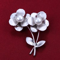 gorgeous button shape freshwater pearl flowers simple style brooch pins