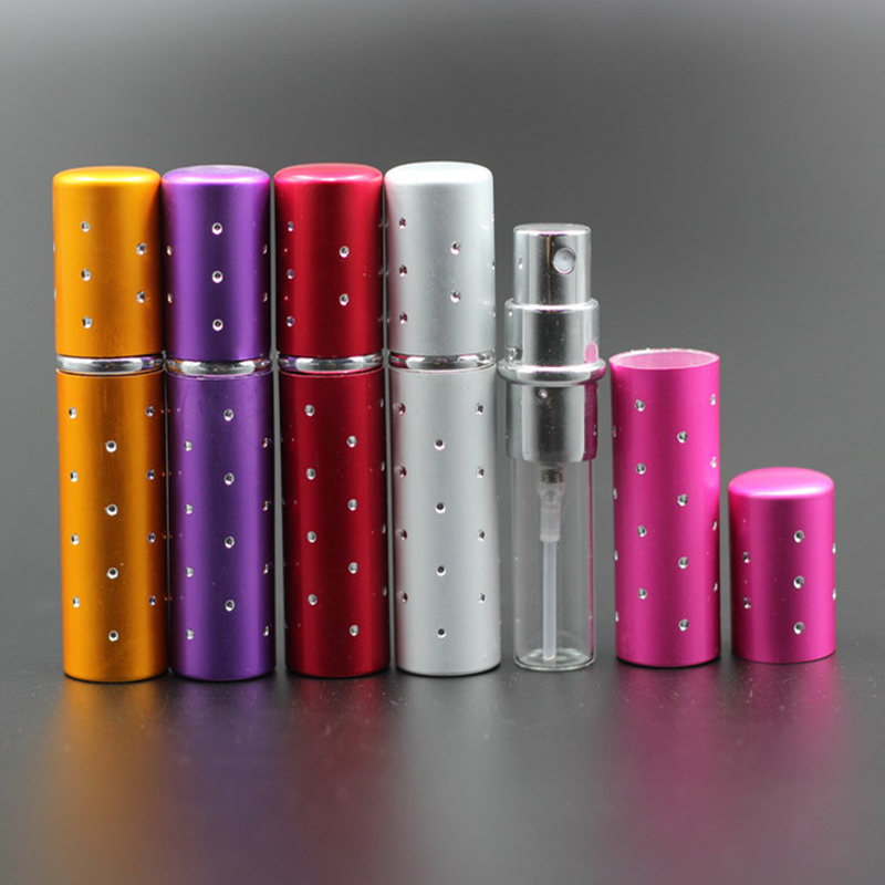 50 st / lot Hot Sales 10 ml Återfyllningsbar anodiserad aluminiumglas Tom res parfymflaska med Crystal Hole Spray Duftflaska