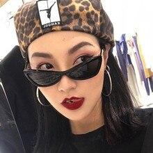3445d826c00ba OUTEYE Marca Olho de Gato Óculos De Sol Das Mulheres 2018 de Moda de Nova  Triângulo Pequeno Quadro Óculos Vermelho Azul Lente Ve.